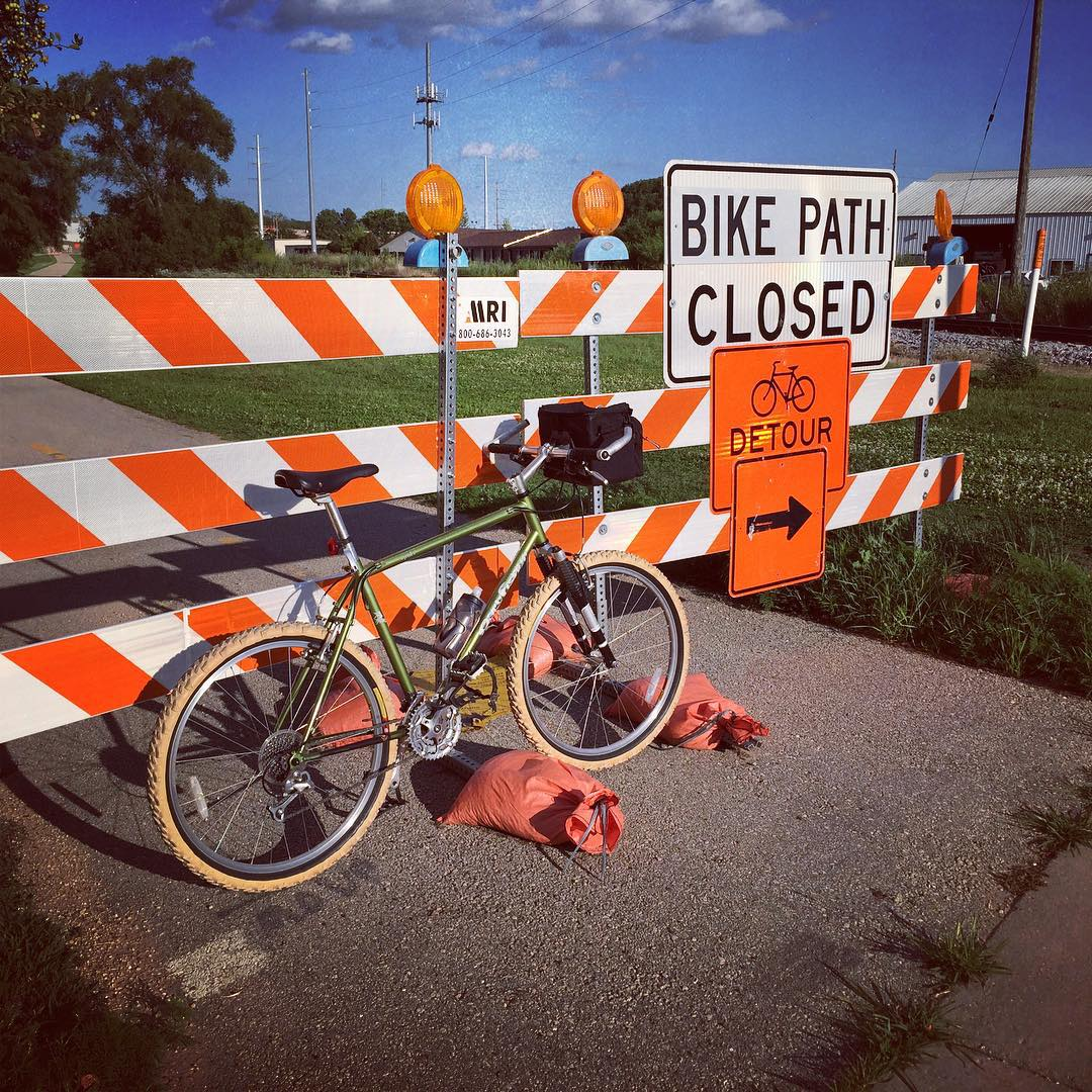 De-tour - Bike path closed